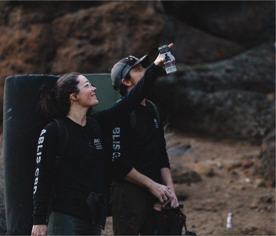 Two people drinking Ablis